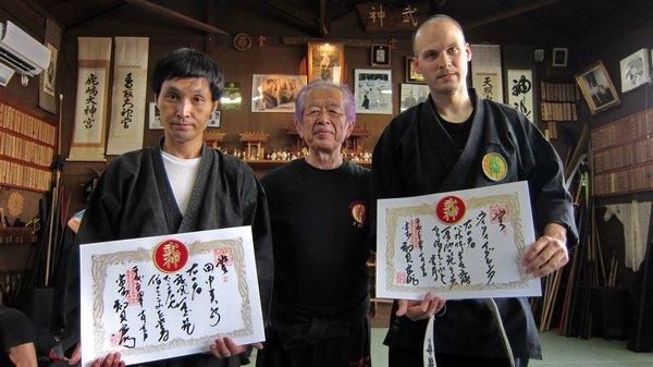 Shihanes Tanaka e Iglesia reciben el título Shin Gi Tai Menkyo Kaiden de manos de Soke