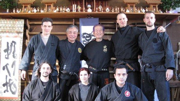 El grupo con integrantes de Argentina y México en el Honbu con Noguchi Sensei y Soke Hatsumi.